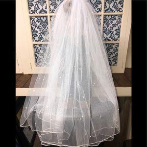 Jendro White Tulle Wedding Veil